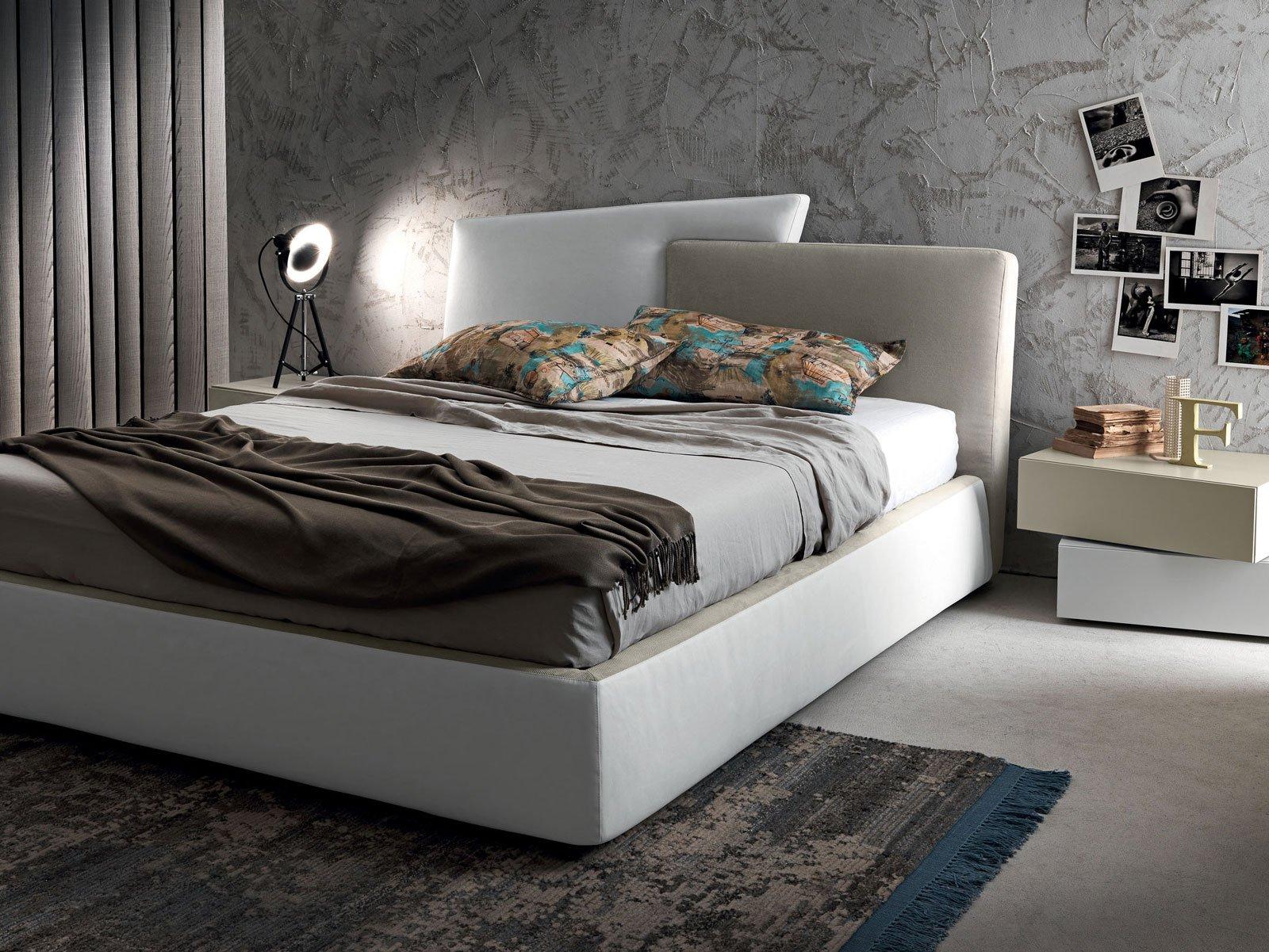 Letti tessili a parete e anche a centro stanza cose di casa - Testiera letto imbottita ...