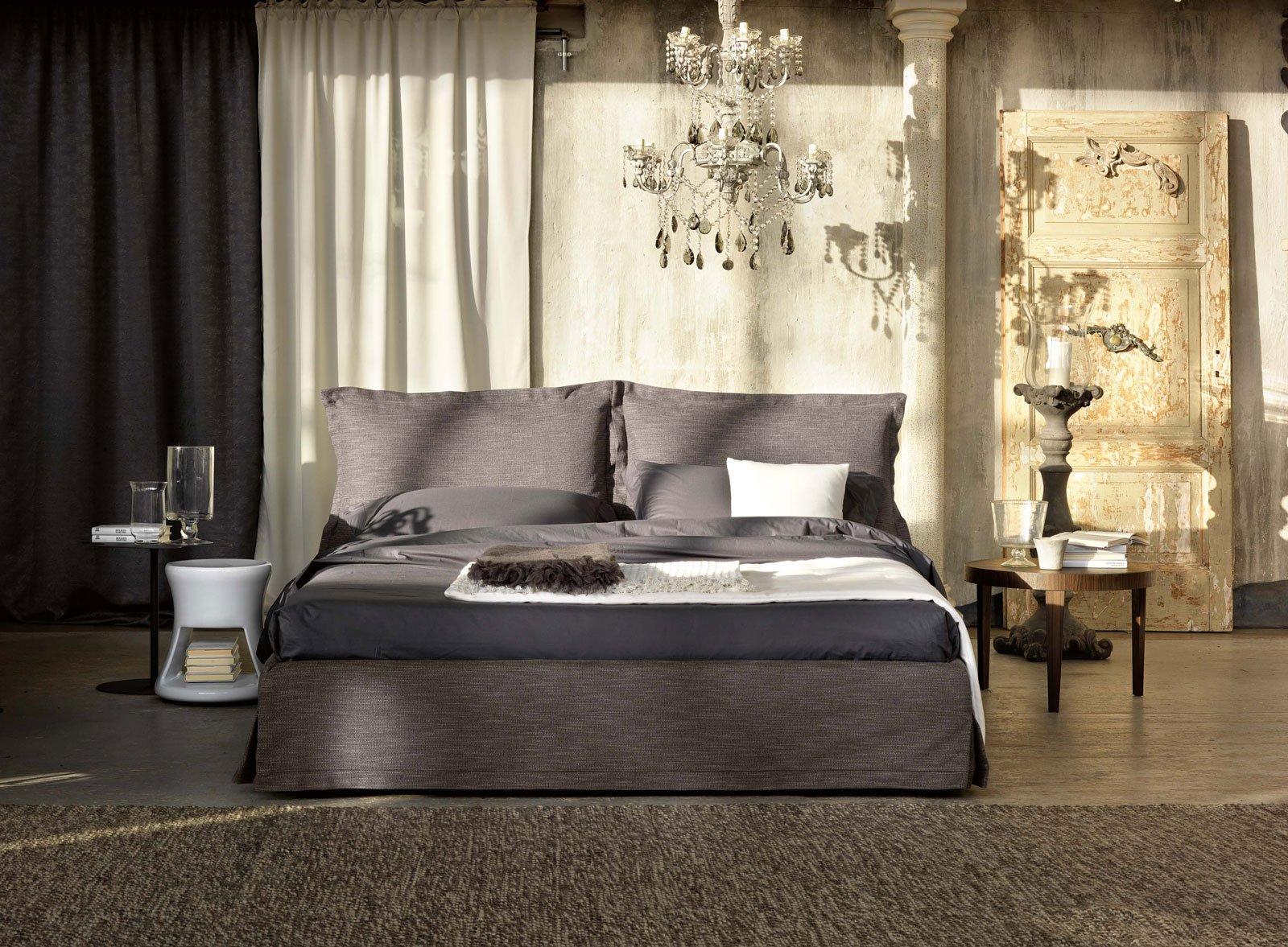 Letti tessili a parete e anche a centro stanza cose di casa for Letti di design outlet