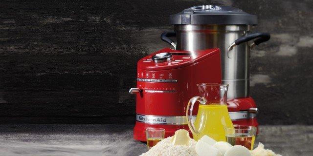 Robot multifunzione che cucinano