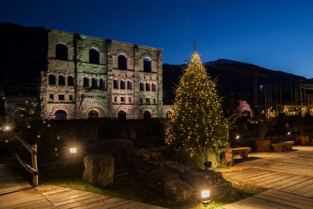 4) Mercatino Natale Aosta - foto Moreno Vignolini 12274689_1087868261224411_1789468929378227414_n