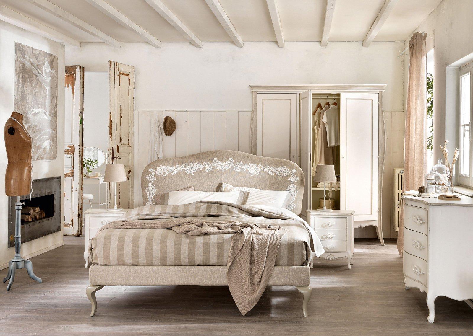 Letti tessili, a parete e anche a centro stanza - Cose di Casa