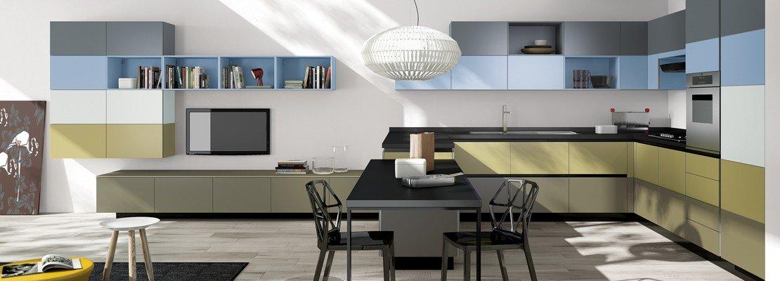 Cucine con elementi colorati: mensole, vani a giorno, profili ...