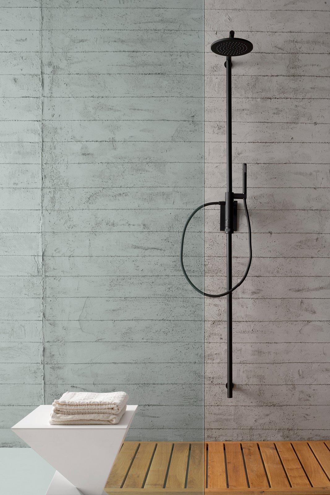 gruppo doccia soffioni e doccette una coppia per il benessere cose di casa. Black Bedroom Furniture Sets. Home Design Ideas