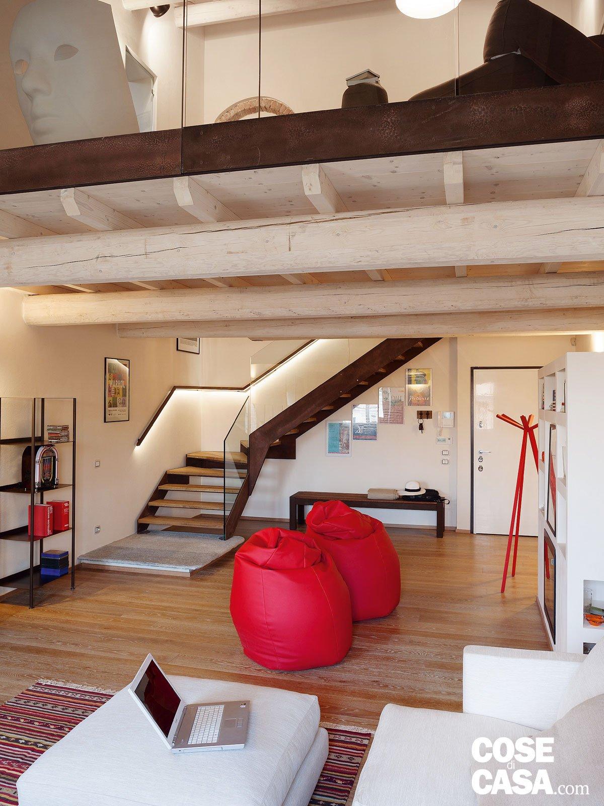 40 105 mq di sottotetto design in contesto d 39 epoca - Altezza quadri sopra divano ...