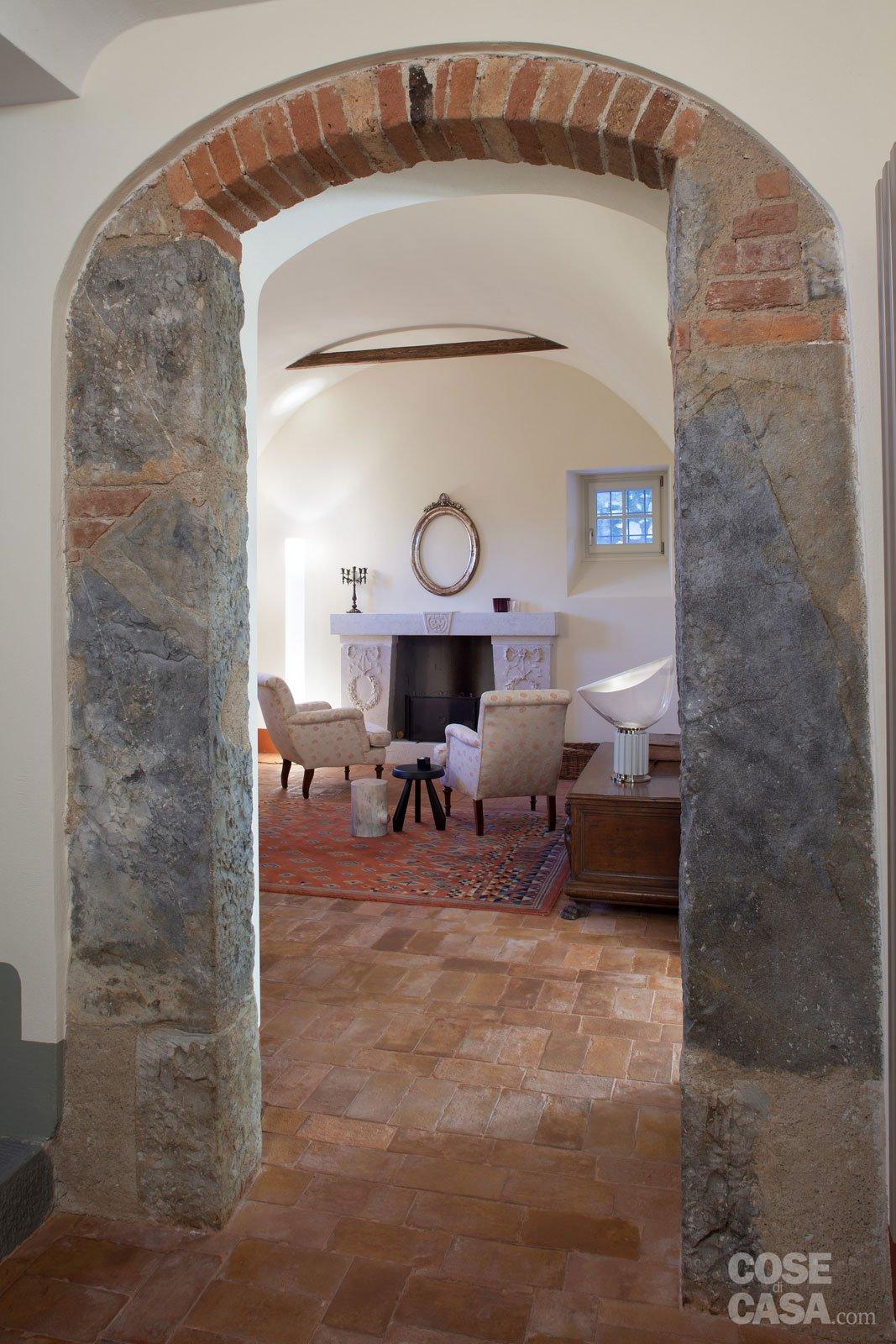 Una casa con ambienti moderni a sfondo rustico cose di casa for Case interne