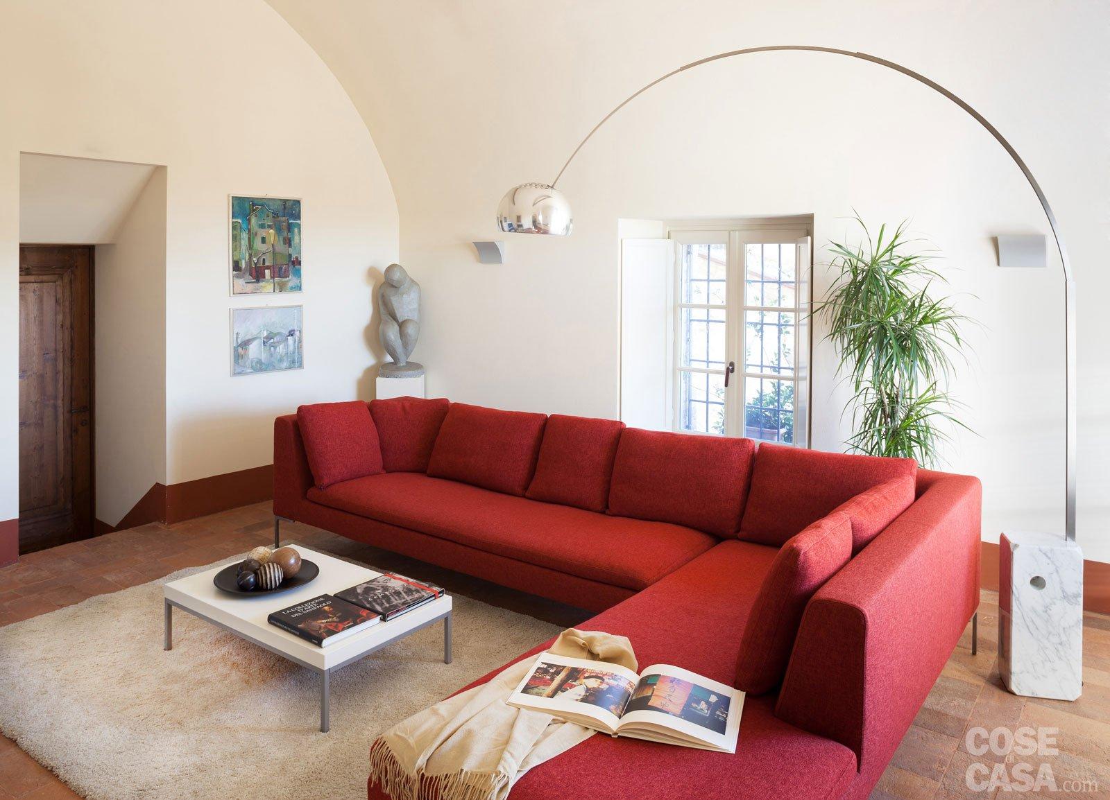 Una casa con ambienti moderni a sfondo rustico cose di casa for Soggiorni moderni in pietra