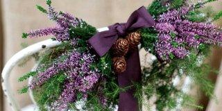 Decorazioni natalizie fai-da-te nei toni del viola