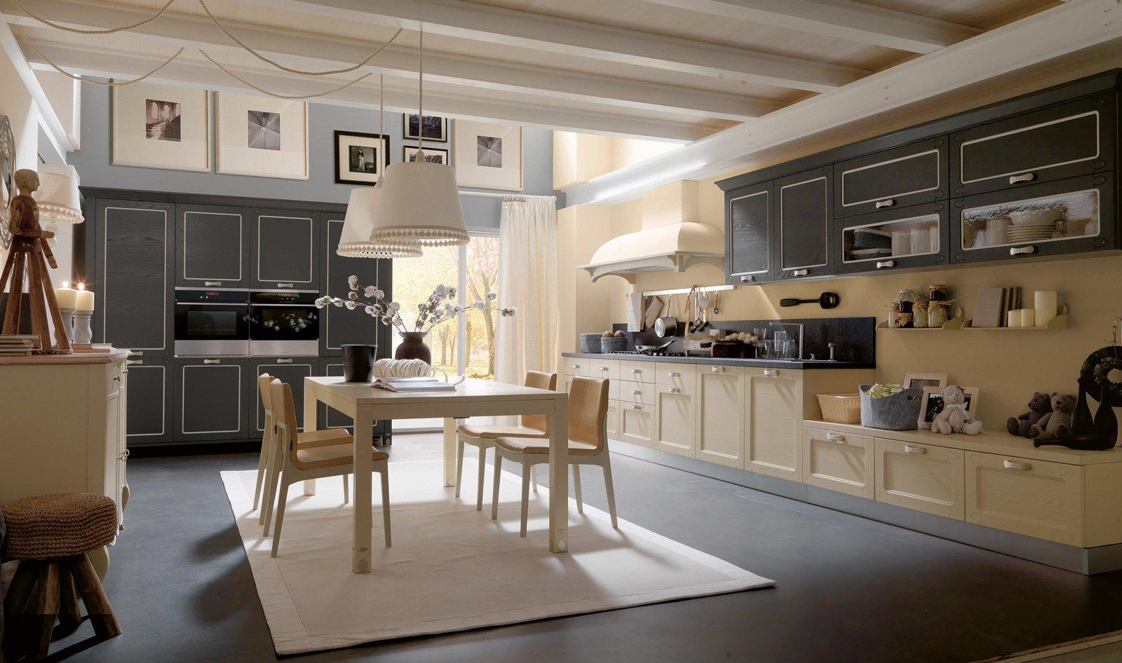 Cucine in legno tradizionali country o moderne cose di casa - Cucina grigio scuro ...