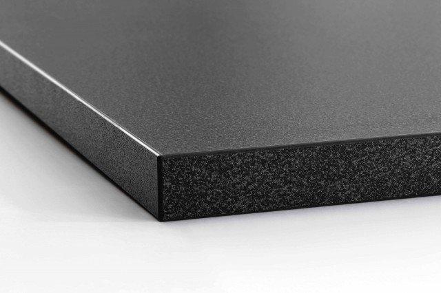 Ha effetto pietra il piano d'appoggio per lavabo Aldern di Ikea Italia Retail. Di colore nero, è in laminato molto resistente. Misura L 82 x P 49 x H 2 cm. Prezzo 30 euro. www.ikea.it