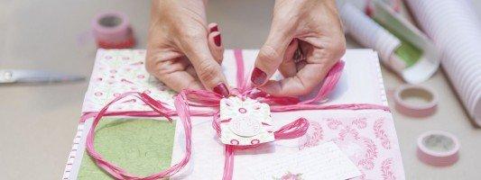 Come trasformare una scatola di cartone in un raffinato pacchetto regalo