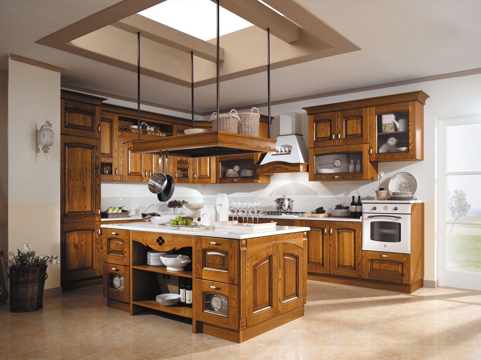 Cucine in legno tradizionali country o moderne cose di casa - Dipingere ante cucina in legno ...