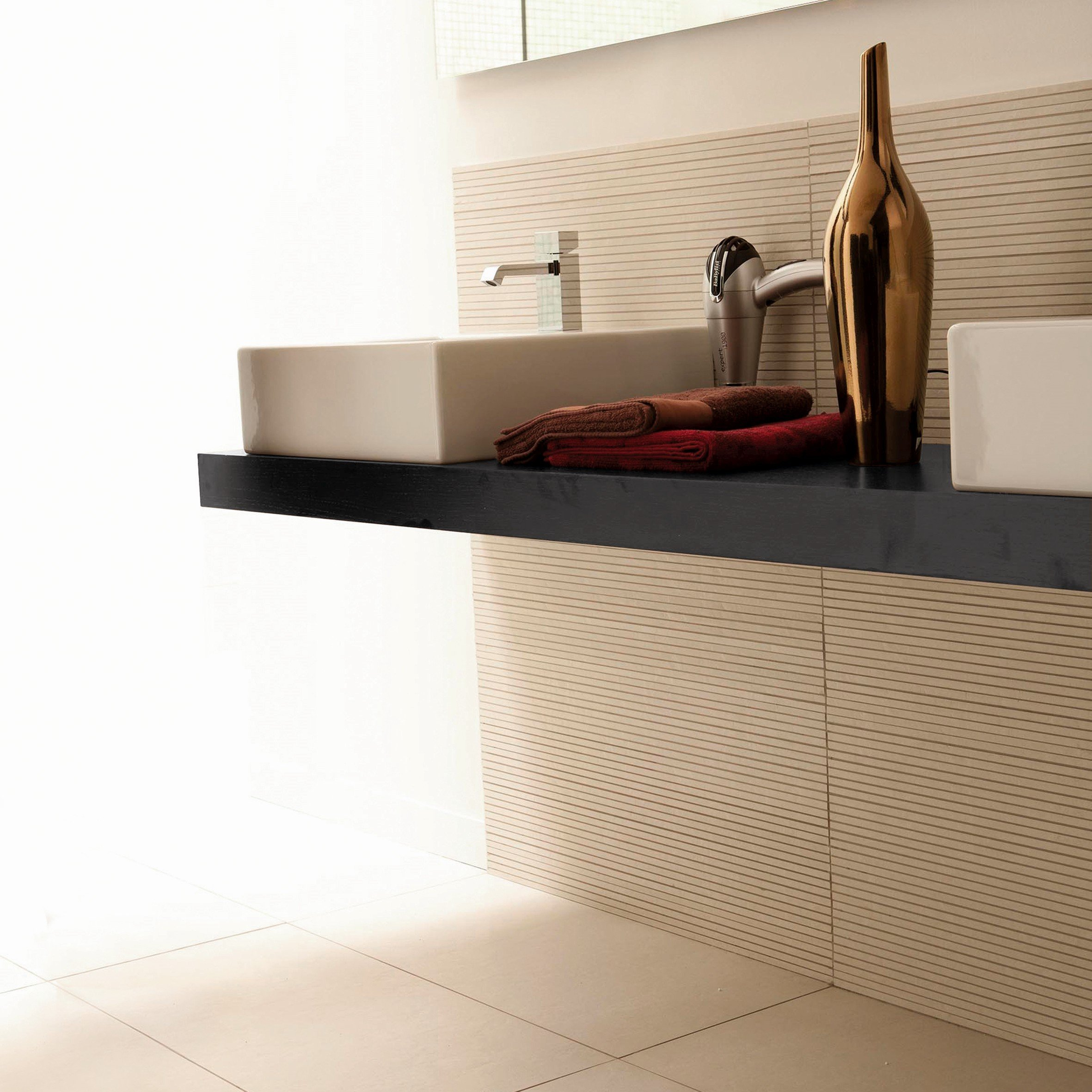 mensole e piani d 39 appoggio per il lavabo cose di casa. Black Bedroom Furniture Sets. Home Design Ideas