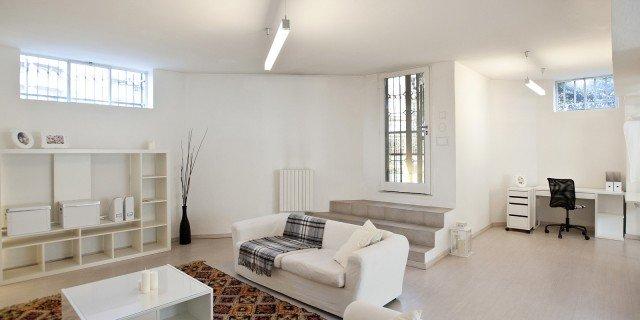 Mini loft al piano terra: più luce nell'open space con le finiture giuste