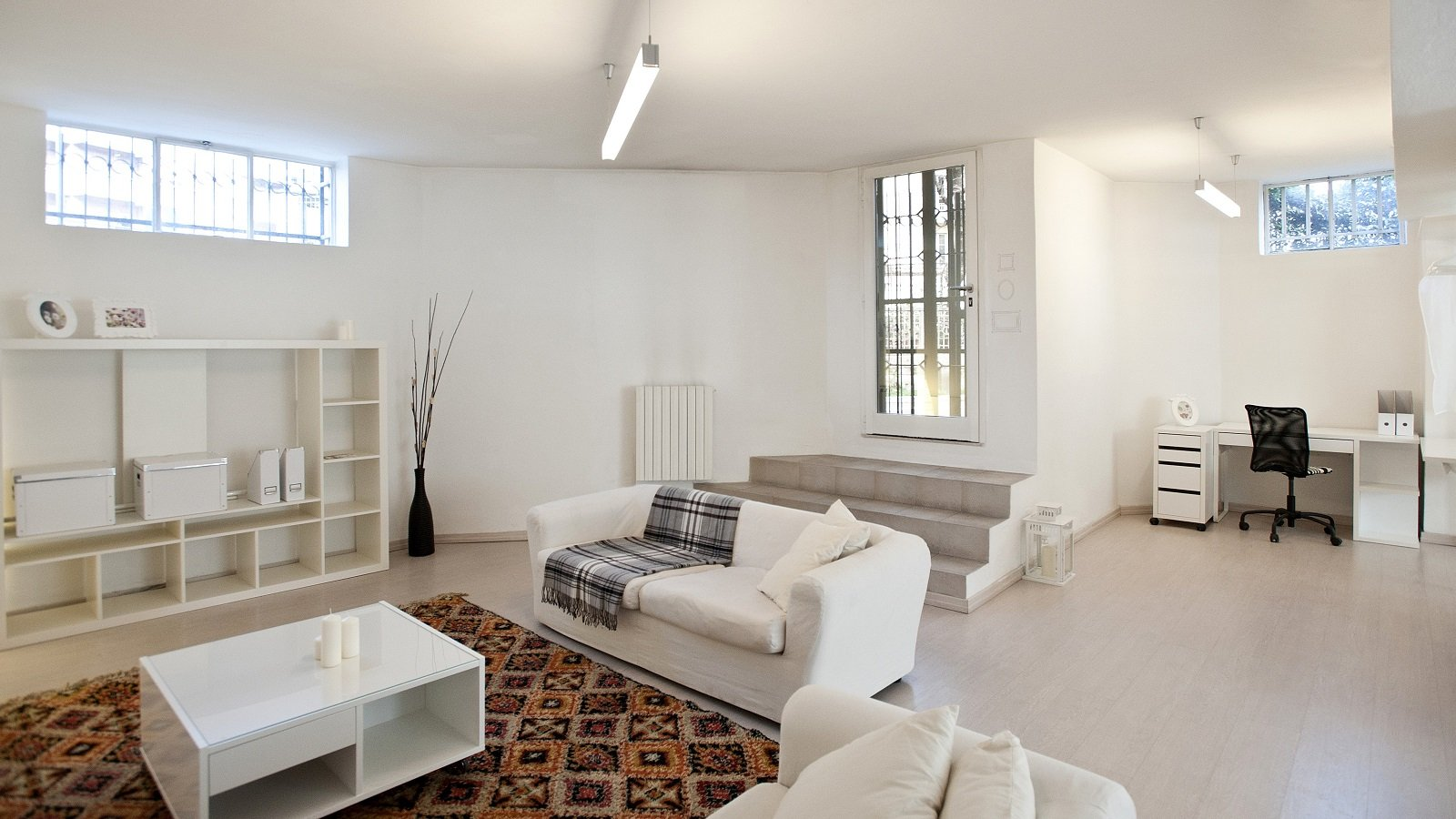 Mini loft al piano terra pi luce nell 39 open space con le for Costruire un appartamento garage