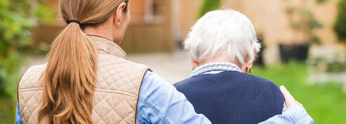 Per gli anziani soli la badante di condominio cose di casa for Piccoli piani di casa per gli anziani