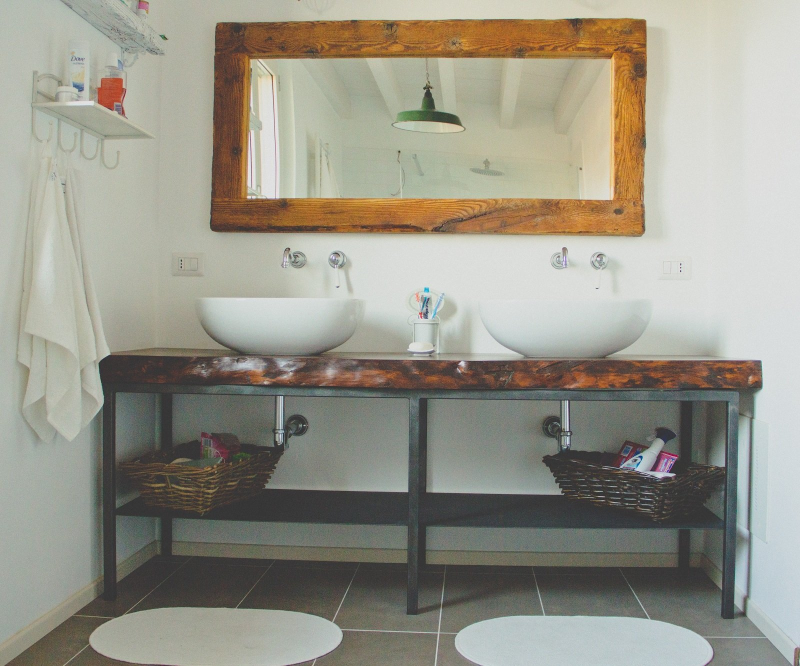 Arredi d 39 epoca e pezzi di recupero per la casa di campagna - Specchi bagno maison du monde ...