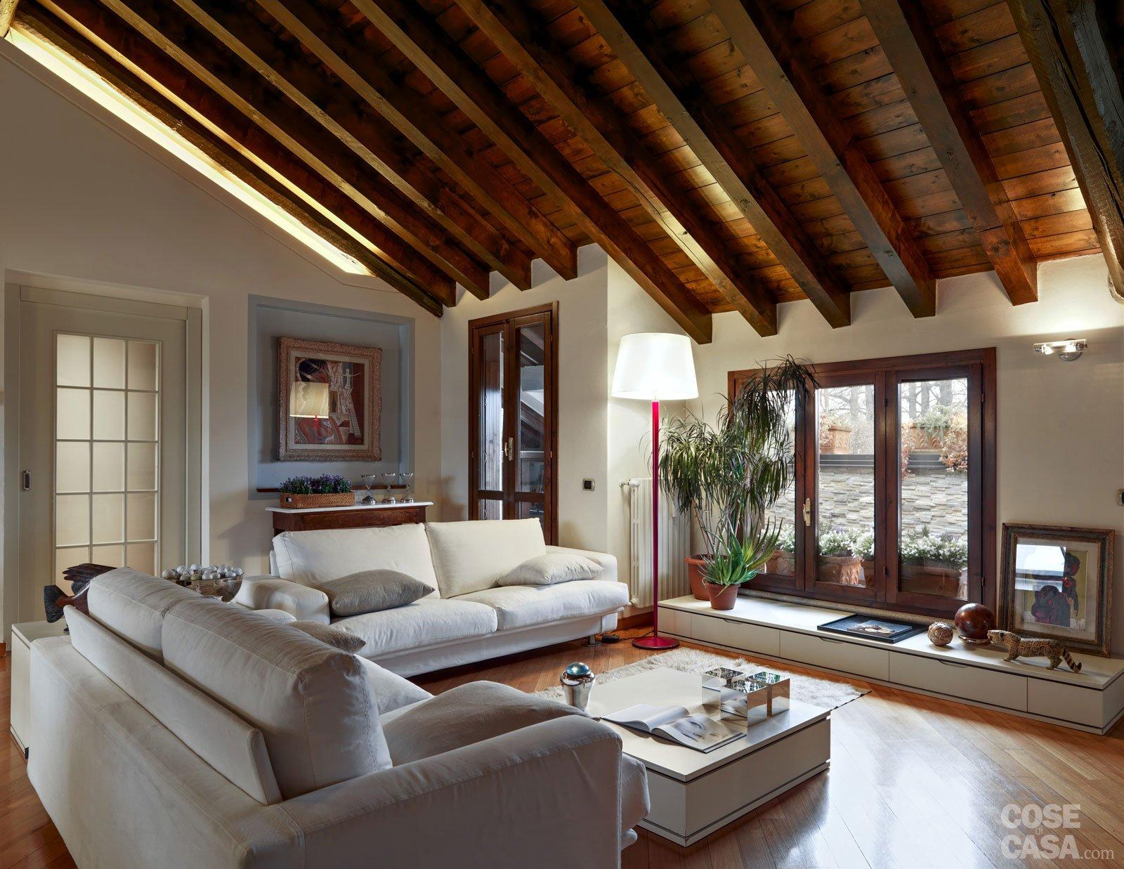 Un sottotetto con personalit eclettica cose di casa for Casa moderna ristrutturata