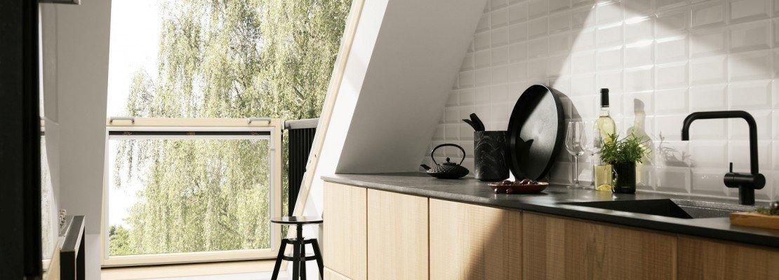 Organizzare al meglio lo spazio cucina nel sottotetto - Altezza parapetti finestre normativa ...