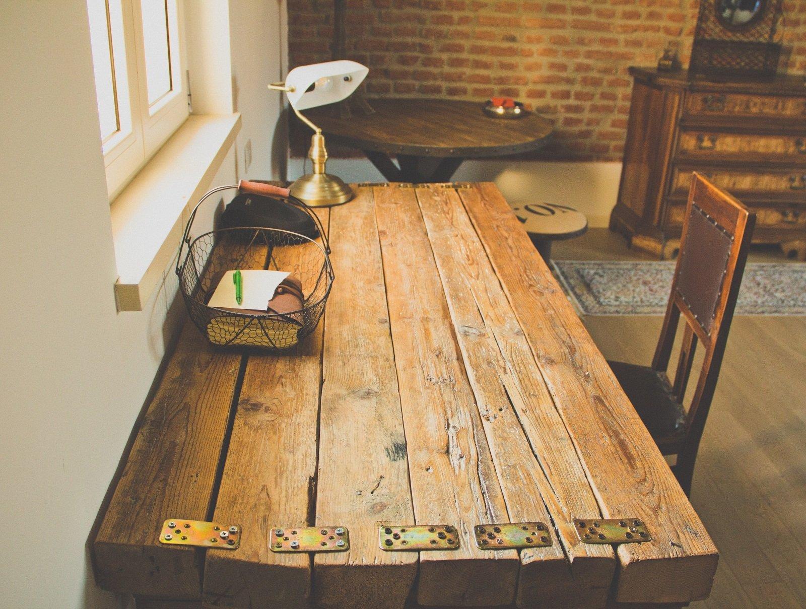 Arredi d 39 epoca e pezzi di recupero per la casa di campagna - Mobili con legno di recupero ...