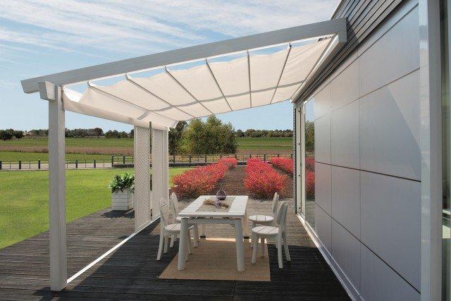 Tende da sole per una casa che si amplia all 39 esterno for Pergola bioclimatica prezzo mq