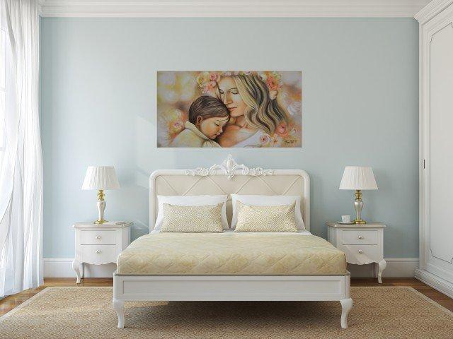 """Dipinto """"L'affetto"""" rappresentante una maternità ambientato in una camera da letto classica. Il quadro è interamente dipinto a mano con tecnica olio su tela, arricchito da elementi materici a rilievo. Misure: L 130 X H 70 cm, orientamento orizzontale in un formato studiato appositamente per adattarsi in maniera proporzionata alla testata del letto. Spessore 1,5 cm. Soggetto: Figurativo – sacro. Autore: TramArt. Prezzo 85,00 euro. www.arteecornicigallery.it"""