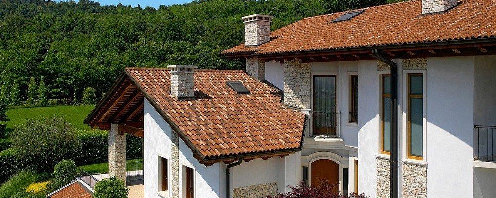 Casa sicura con tetto e finestra a prova di infiltrazioni for Finestra sinonimo