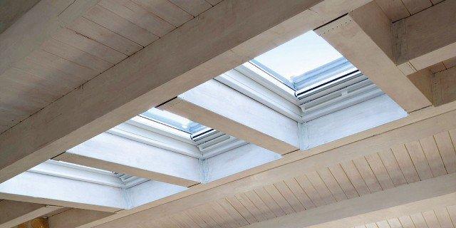 Per la mansarda, finestre per tetti intelligenti, elettriche e con vetri selettivi