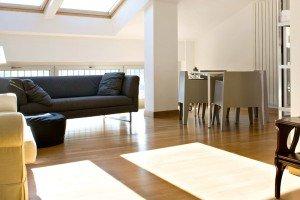 90 mq: ambienti moltiplicati nell'attico con vista mare