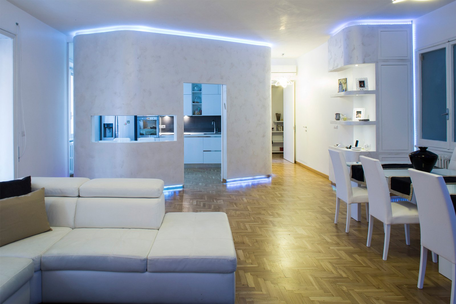 Una casa con spazi meglio organizzati e due bagni in pi for Arredare casa costi