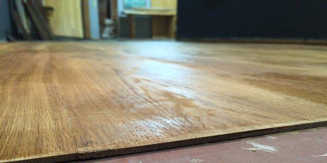 Rivestire il pavimento con lamelle ultrasottili di legno