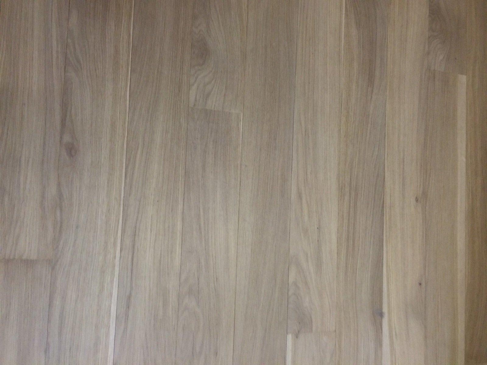 Rivestire il pavimento con lamelle ultrasottili di legno cose di