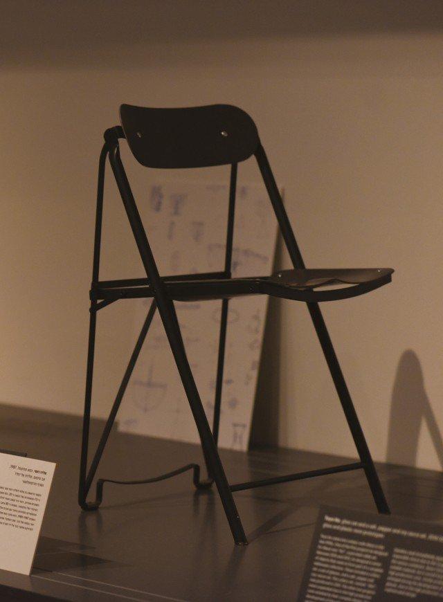 La Folding Chair disegnata da Aldo Rossi per Alessi nel 1987 sarà uno dei pezzi prestati dal Museo Alessi per la mostra Failures, dall'8 al 17 aprile alla Cascina Cuccagna, Milano