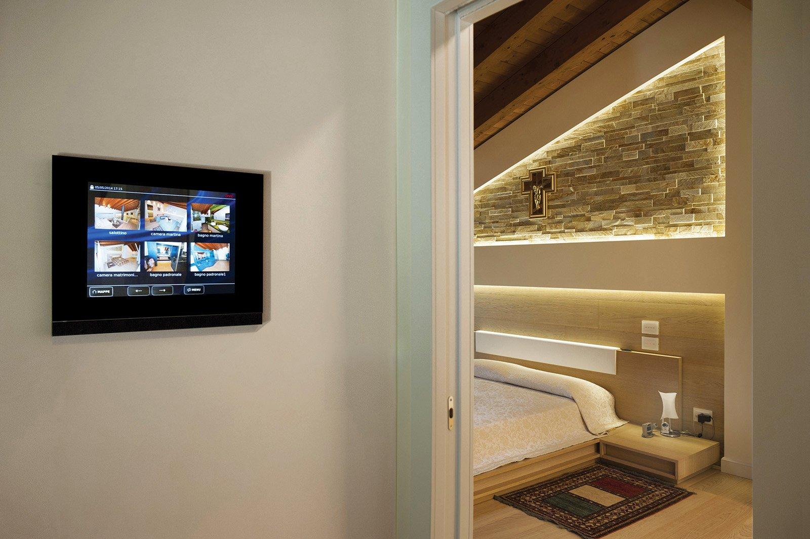 Domotica Ave: il futuro è oggi. La tua casa dietro eleganti Touch ...