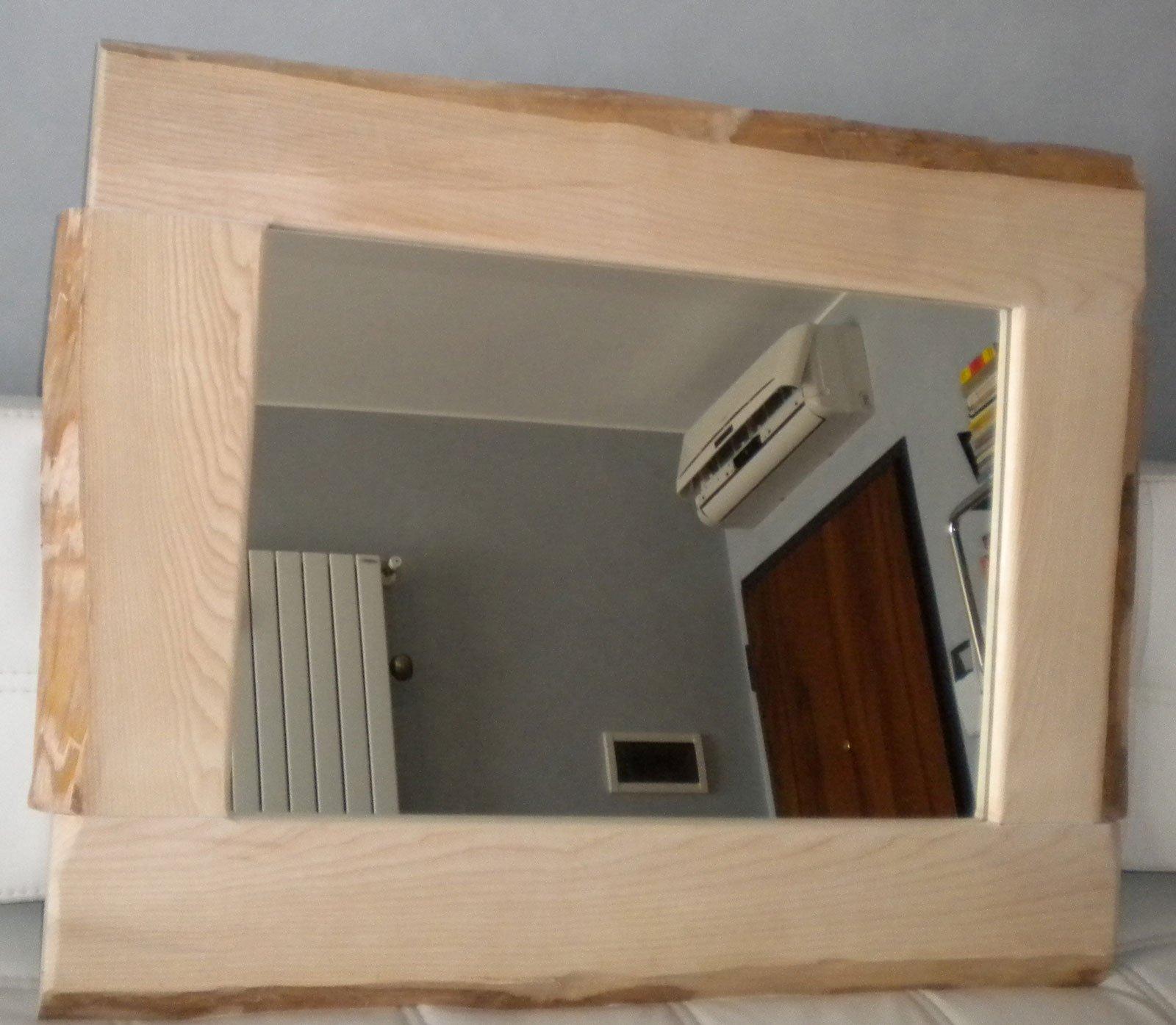 Specchio fai da te con legno e corteccia naturale cose for Una cornice a casa libera