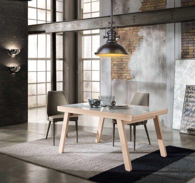 Lucas di Max-home è il nuovo tavolo allungabile leggero ed elegante: il piano è realizzato in vetro temperato, mentre la struttura è in solido massello di faggio disponibile in tre colori chiari. Misura 140/240 x P 90 x H 74 cm. www.max-home.it