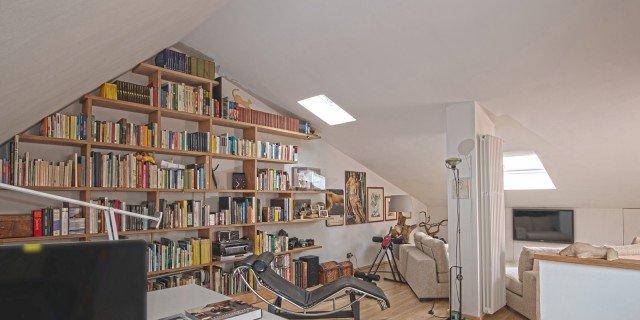Pareti e soffitto bianchi per un effetto di maggiore ampiezza e luce