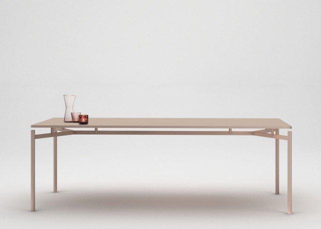 Up di My home collection è il nuovo tavolo con una struttura estremamente leggera laccata in tante tonalità diverse; il piano rettangolare con uno spessore sottile è coordinato nel colore. www.myhomecollection.it