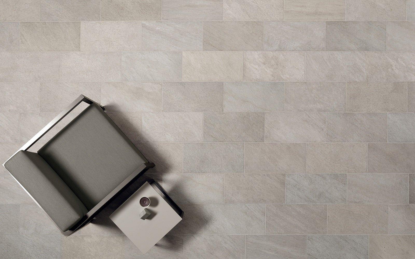 Pavimentazioni esterne: piastrelle di piccolo o grande formato per