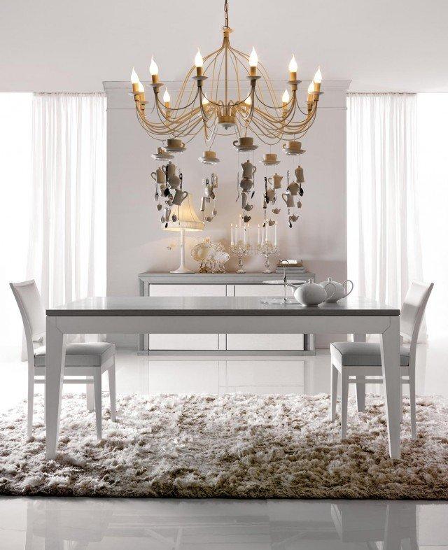 Collezione La Dolce Vita di Maison Matiée è un tavolo in rovere verniciato a poro aperto bianco e grigio. La linea pulita e la colorazione delicata lo rendono un pezzo elegante e facile da ambientare, senza tempo. Misura L 100/180 x P 180/280 x H 73 cm. Prezzo 2.685 euro. www.maisonmatiee.it