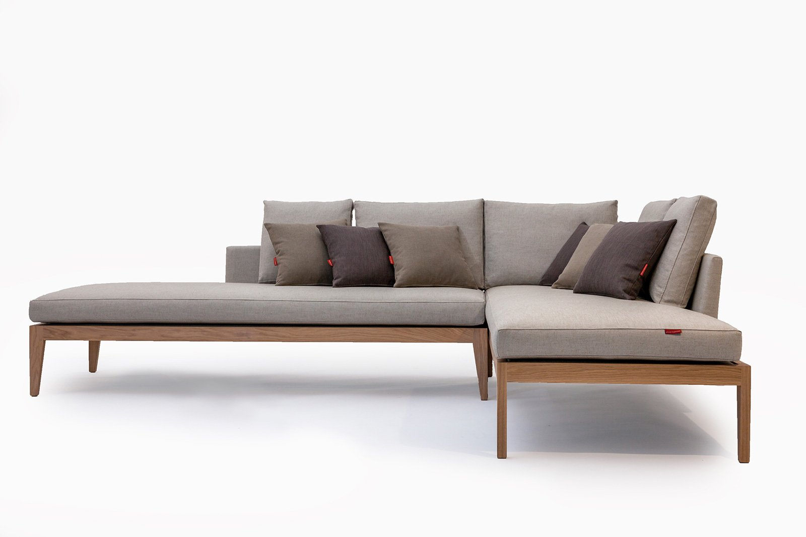 I nuovi divani al salone del mobile 2016 sofisticati e - Divano con mobile incorporato ...