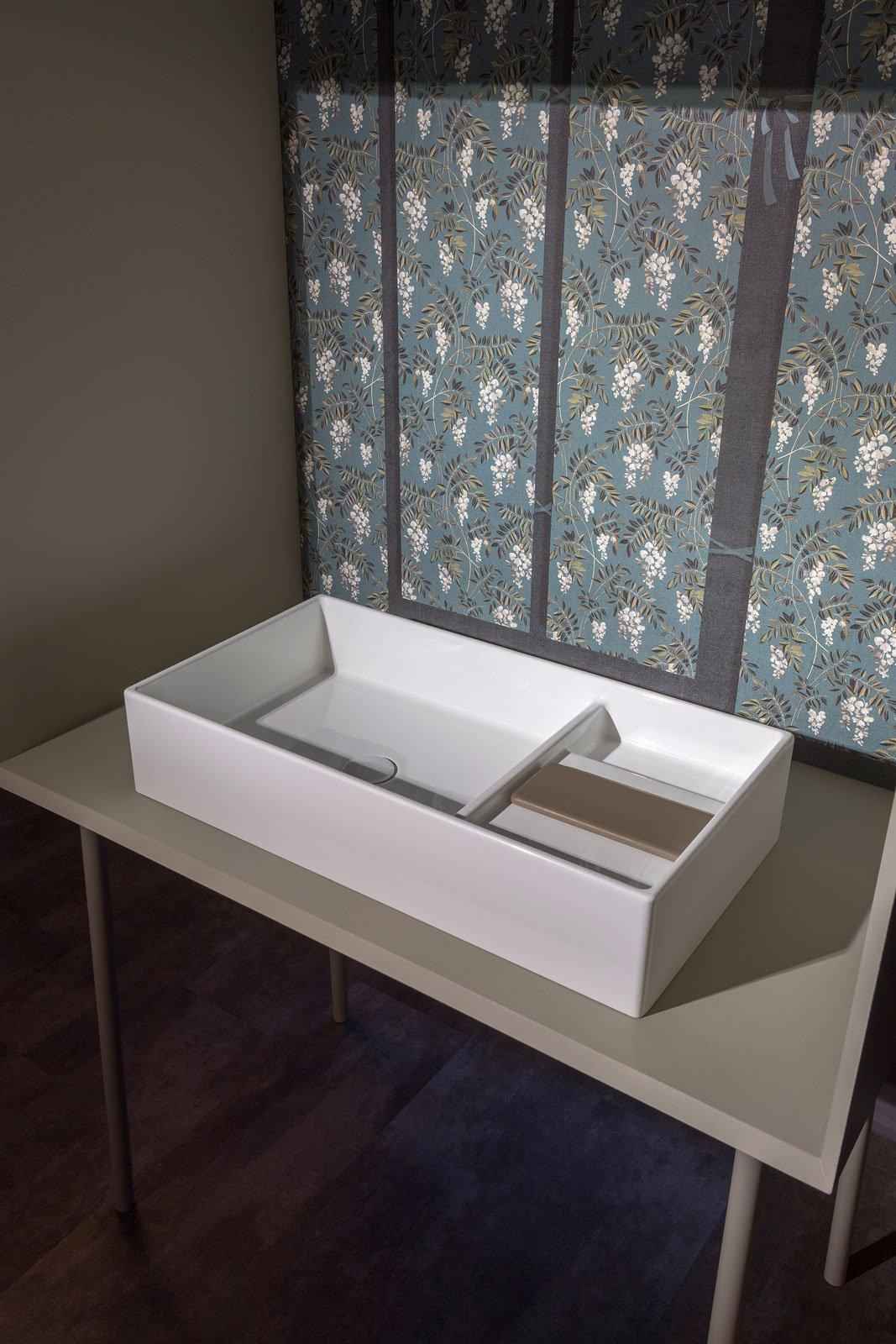 Fuorisalone 2016 per ceramica globo lavabi di taglio geometrico nel bagno di design cose di casa - Mobili bagno globo ...