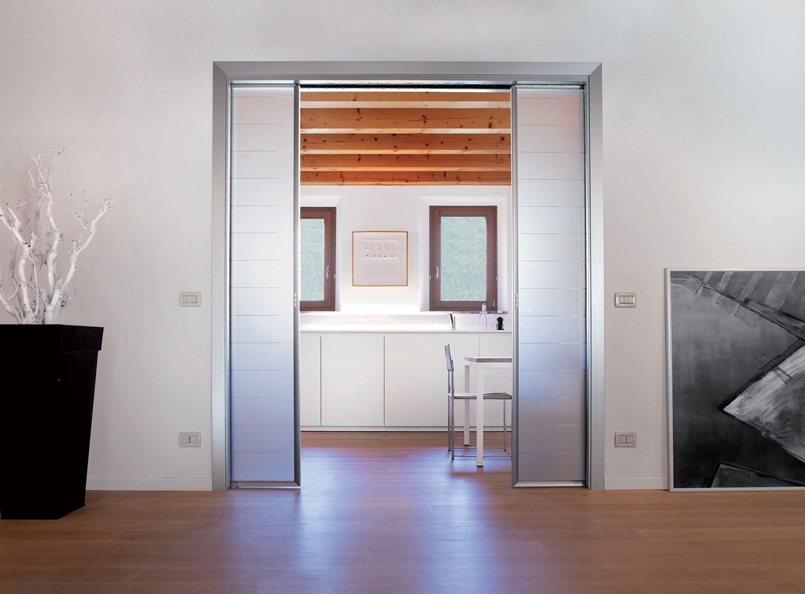 porte scorrevoli a scomparsa si pu mettere un interruttore sulla parete cose di casa. Black Bedroom Furniture Sets. Home Design Ideas
