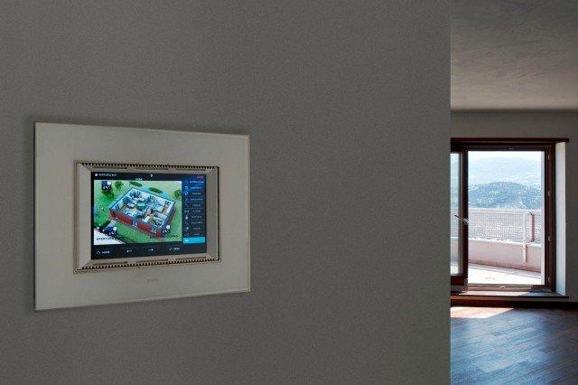 I Touch Screen migliorano il comfort con soluzioni estetiche di pregio.