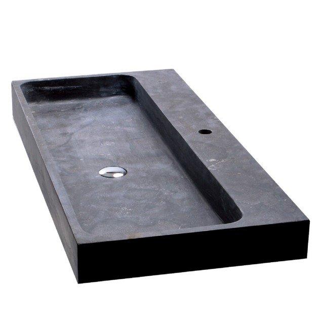 È in pietra nera Purestone il lavabo Recife 100 di Iperceramica. Misura L 100 x P 49 x H 10 cm. Prezzo 349 euro. www.iperceramica.it