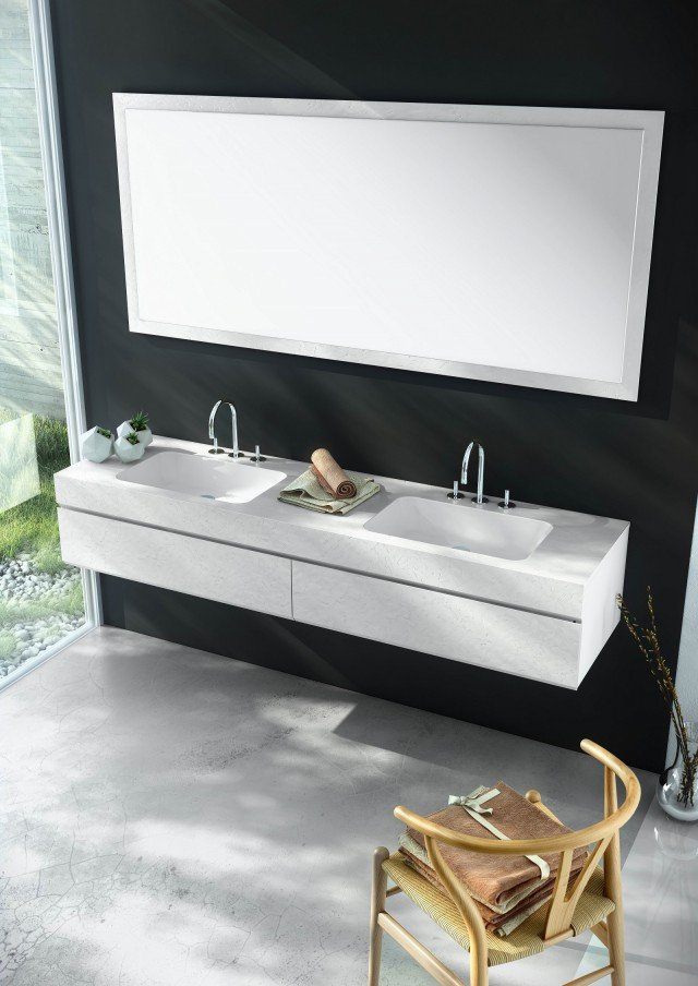 Molto resistente, il lavabo integrato della collezione Fiora Making di Fiora è realizzato in Silexpol®. Misura L 54 x P 33,5 x H 11 cm. Prezzo, Iva esclusa, 270 euro. www.fiora.es