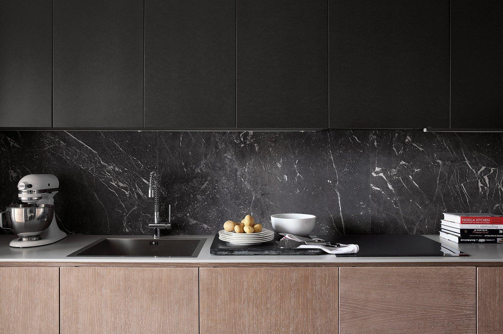 Piastrelle in gres scegliere il fascino eterno del marmo for Paraschizzi cucina mosaico