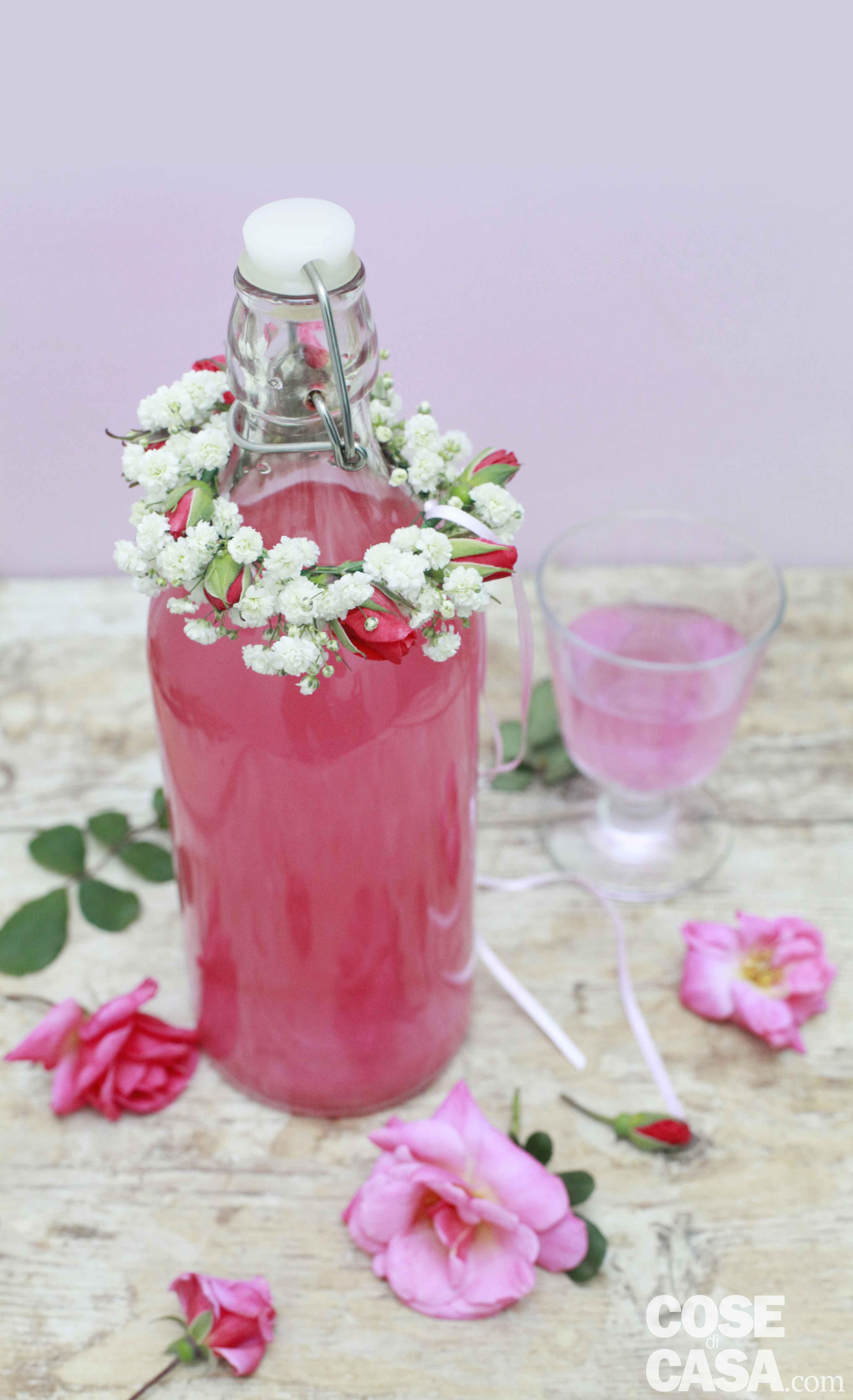 Fai-da-te: decorare le bottiglie con i fiori - Cose di Casa