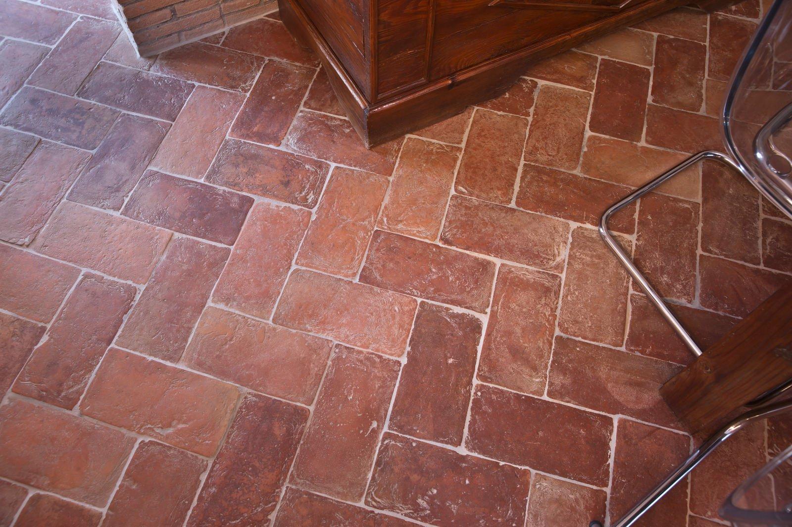 Pavimenti in promozione il cotto fatto a mano e cotto a for Costo per livellare il pavimento in casa