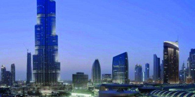 """Il grattacielo più alto del mondo: sul Burj Khalifa di Dubai il mondo si guarda """"At The Top"""""""