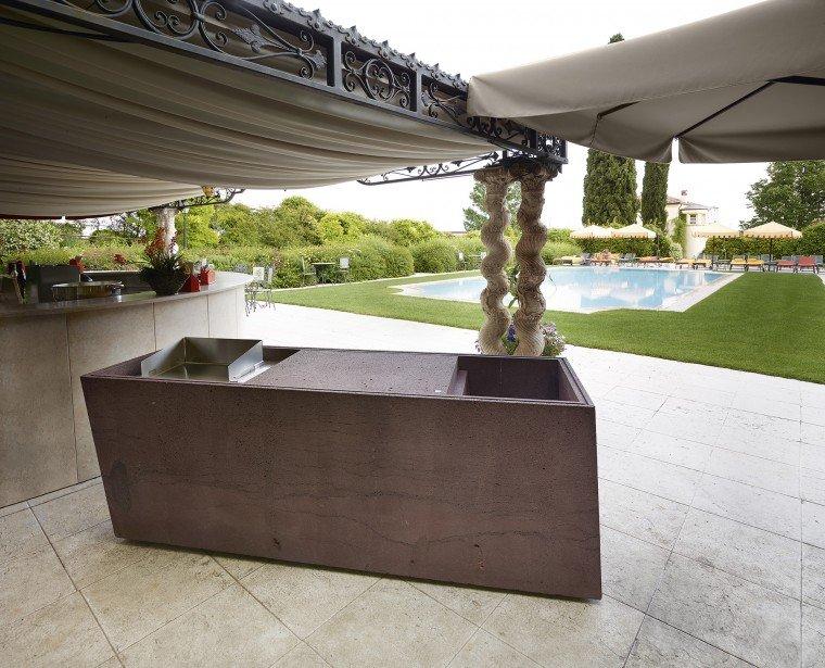 Una cucina monoblocco per pranzi in giardino cose di casa - Arredamento da esterno ikea ...